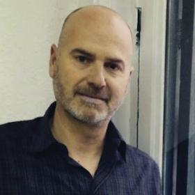Entre montones de libros entrevista a Claudio Mazza